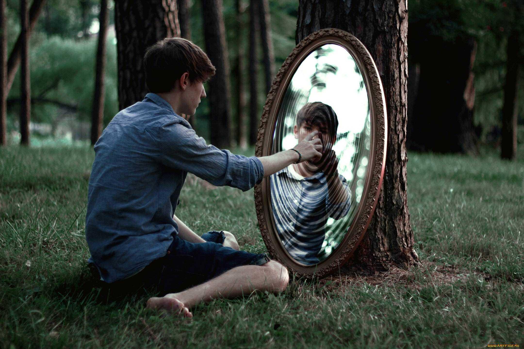Как смотреть в глаза при разговоре? 5 принципов сильного взгляда