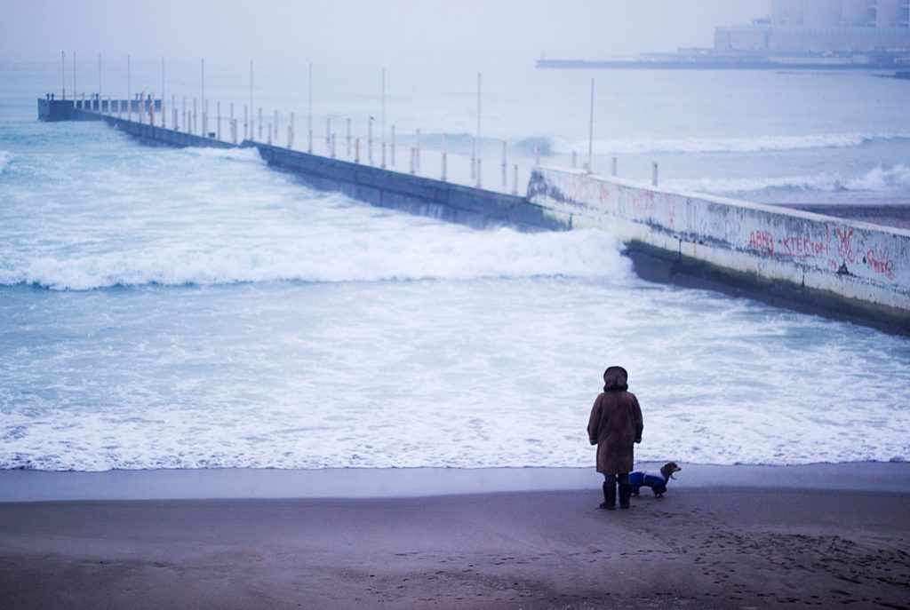 Человек в одиночестве и вокруг него.  почему одиночество— общественно значимая проблема и как ее решать